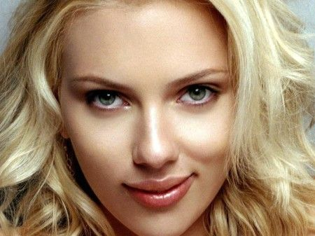 Scarlett Johansson' perfect nose job